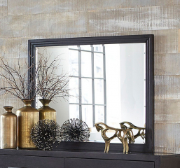 Larchmont Mirror by Homelegance